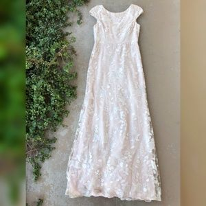 Vera Wang Cream Embroidered Lace Dress Gown